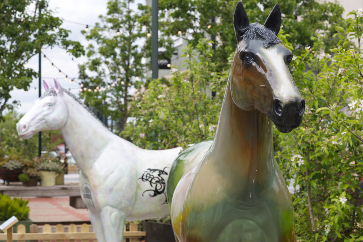 Magnificent horse sculptures are 'under stARTers orders' as online auction goes LIVE!